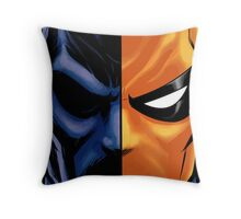 deathstroke mask Throw Pillow