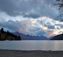 Sunset over Lake Wakatipu by tonilouise