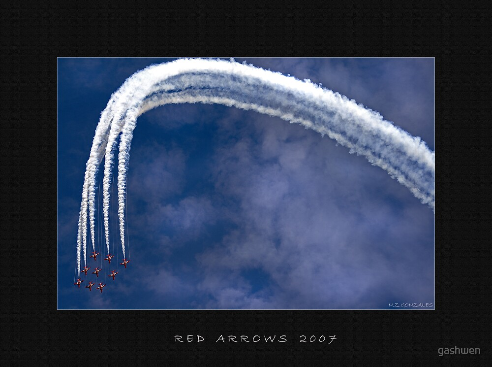 Red Arrows Air Display by gashwen