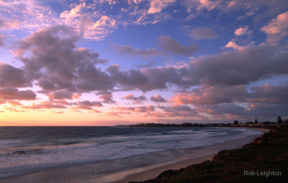 Warilla Beach by Rob Leighton