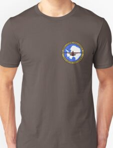 """MISCATONIC UNIVERSITY ANTARCTIC EXPEDITION- """"IN THE MOUNTAINS OF MADNESS"""" Unisex T-Shirt"""