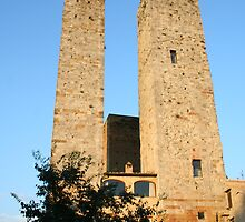 Italy's Twin Towers by ambug