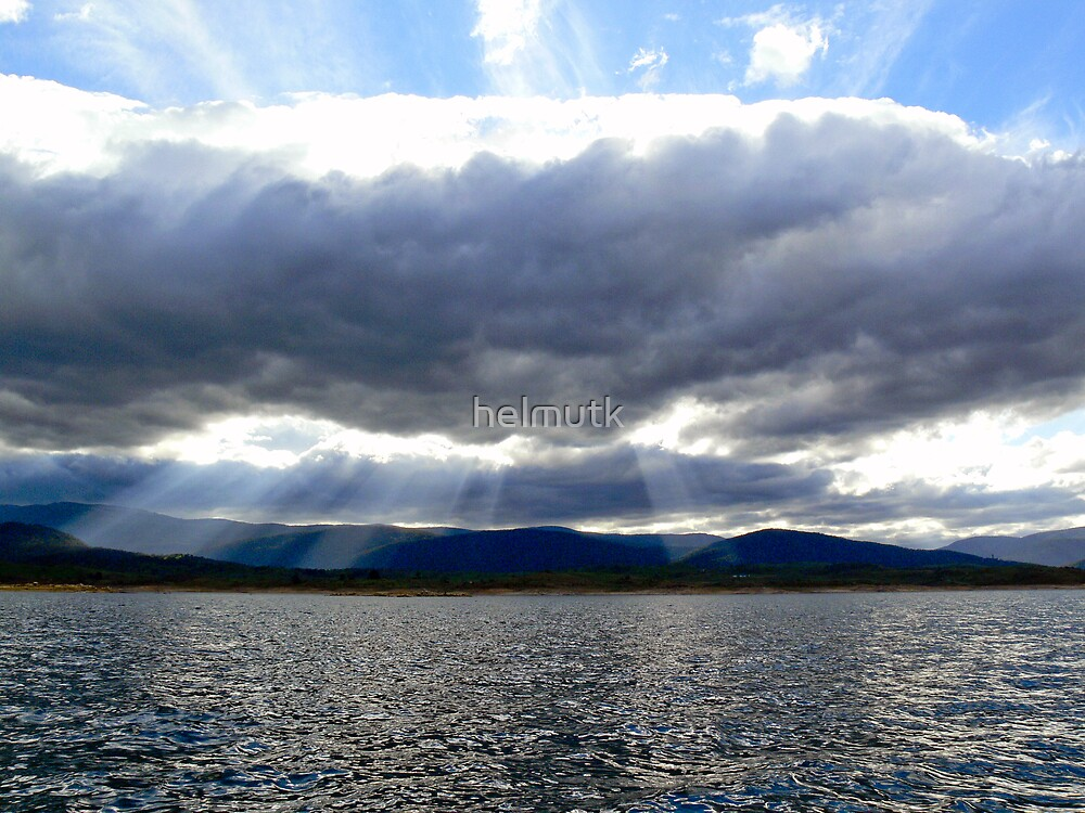 Lake Jindabyne by helmutk