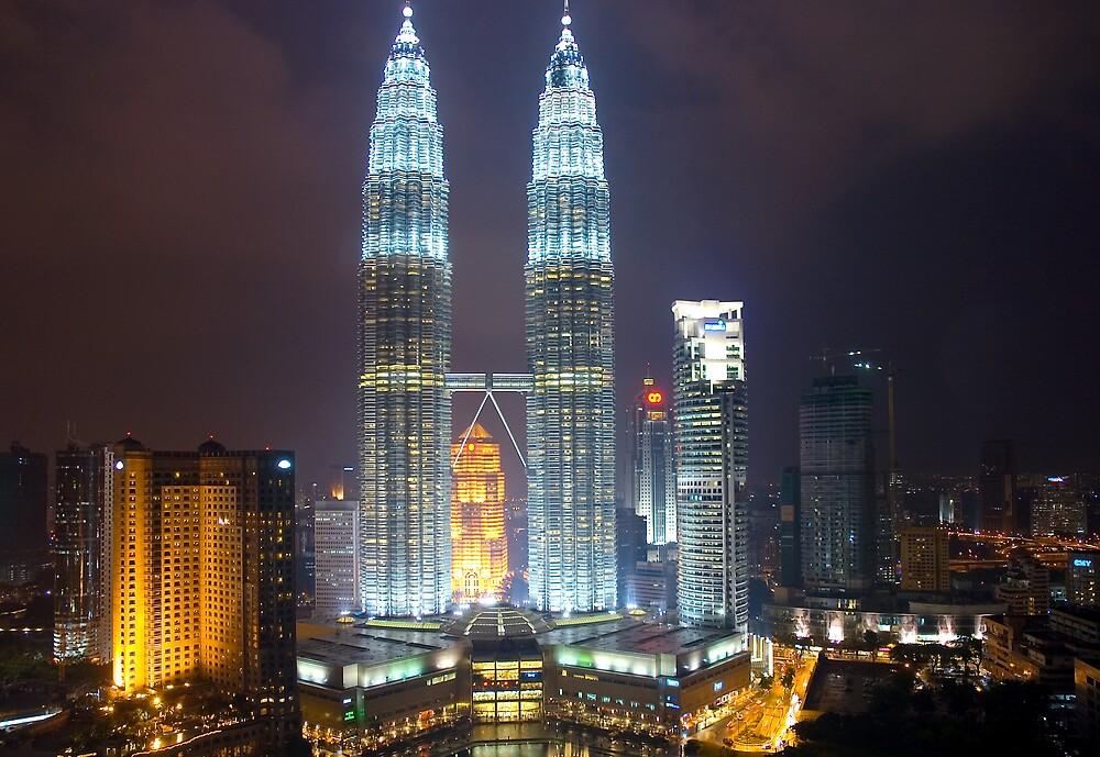 Petronas Towers - night by wyllys