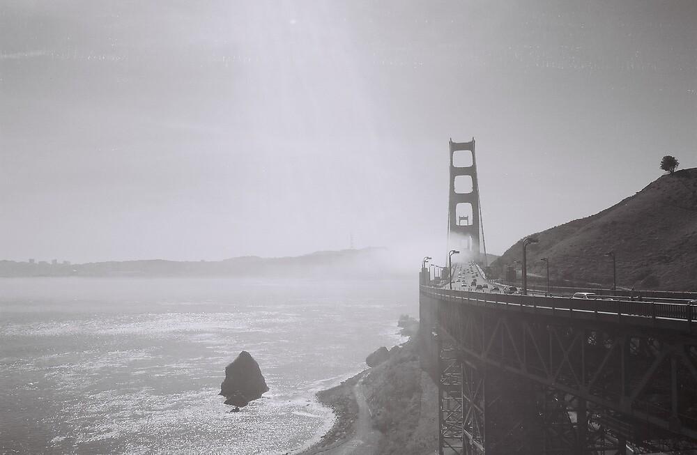 foggy gates by sillumgungfu