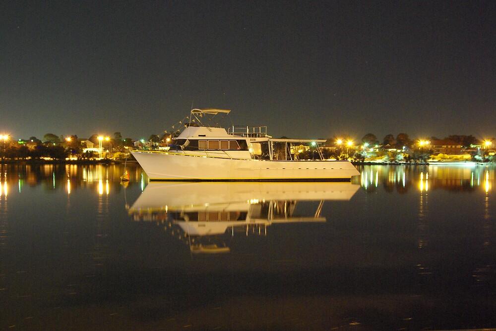 lighter shade of boat! by dodgsun