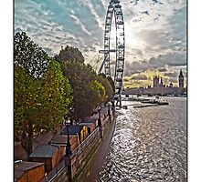 Looking along the South Bank towards the London Eye, by Tim Constable by TimConstable