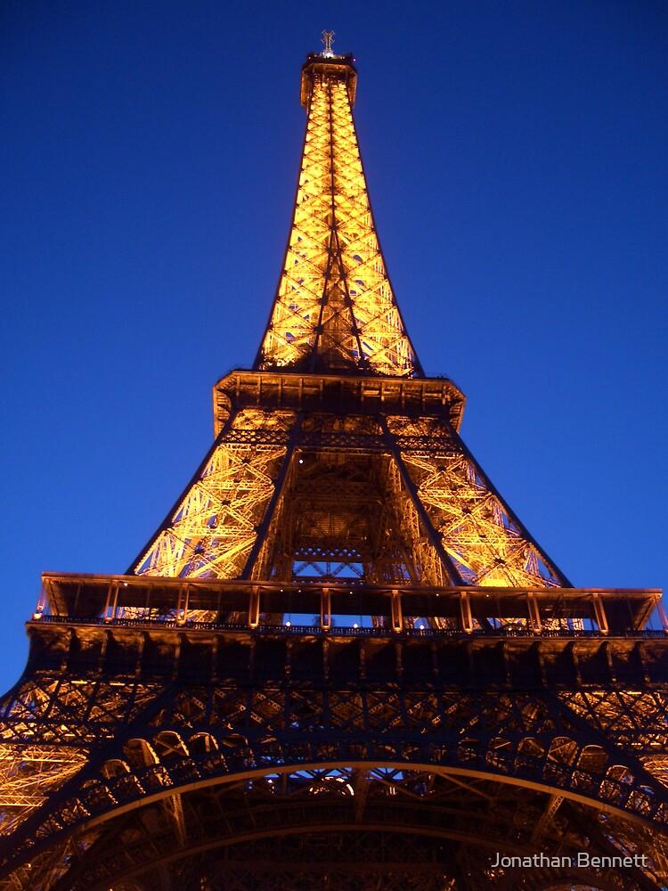 Eiffel Tower by Jonathan Bennett