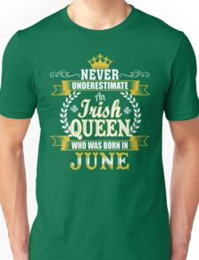 St. Patrick's Day Never Underestimate An Irish Queen Who Was Born In June Unisex T-Shirt