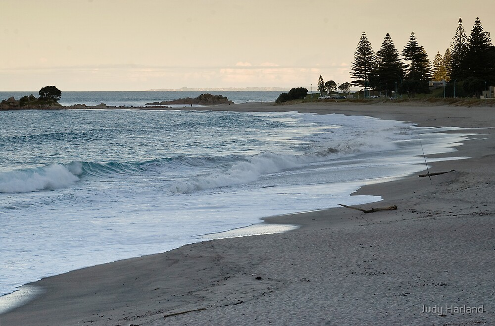 Mount Maunganui surf beach at dusk. by J Harland