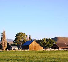 An Old Barn by llurdh