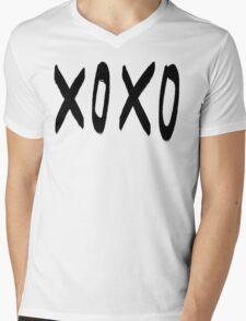 XO Pattern Mens V-Neck T-Shirt