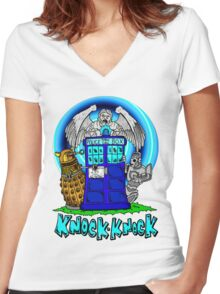 Doctor Who Knock Knock on the Tardis Women's Fitted V-Neck T-Shirt