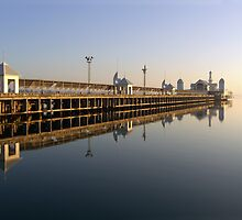Cunningham Pier, Geelong by Lisa  Kenny
