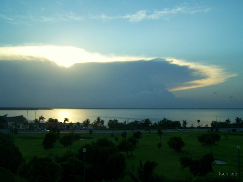 Sunset in Cancun by lschreib