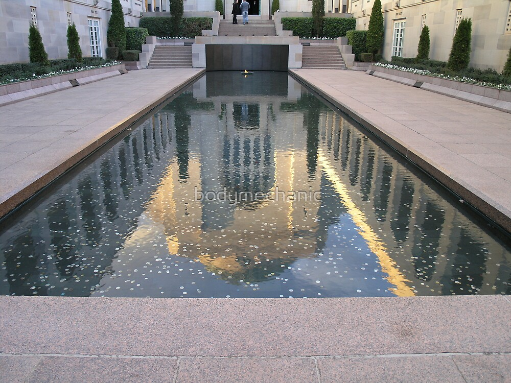 reflection-war memorial by bodymechanic