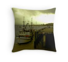 I'm not budging! Throw Pillow