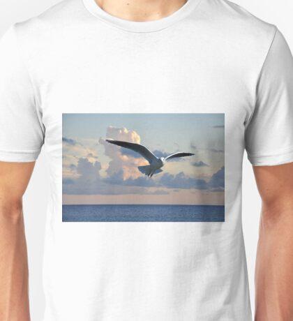 gull in flight Unisex T-Shirt