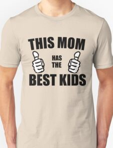 THIS MOM HAS THE BEST KIDS Unisex T-Shirt