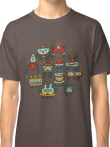 Funny robots-aliens in the circle. Classic T-Shirt