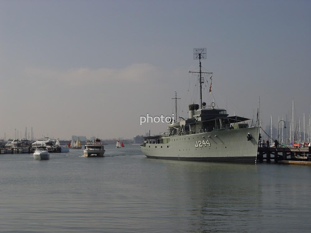 Australia - Navy Ship by photoj