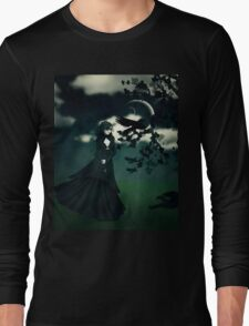 Woman in black T-Shirt