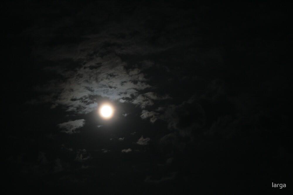 full moon blur... by larga
