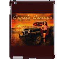 Jeeping Bettie at Gantt's Garage iPad Case/Skin