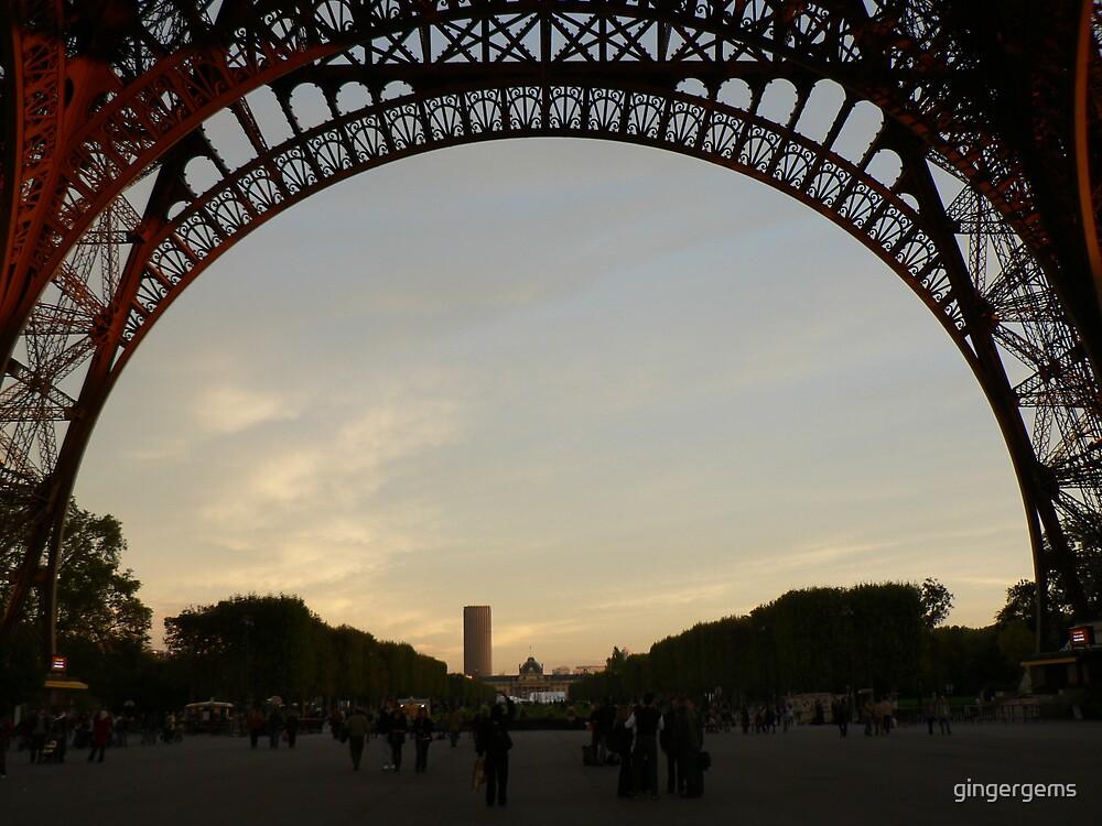 Tour Eiffel at twilight by gingergems
