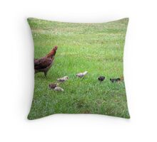 mama chicken and babies Throw Pillow