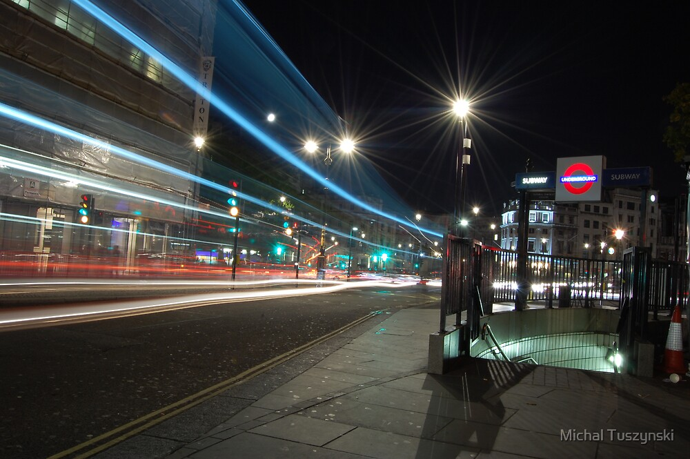 Watch it with my eyes - London Streets by Michal Tuszynski