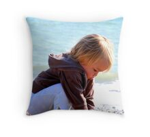 Collecting shells Throw Pillow