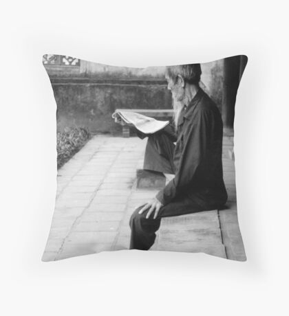 The Reader Throw Pillow