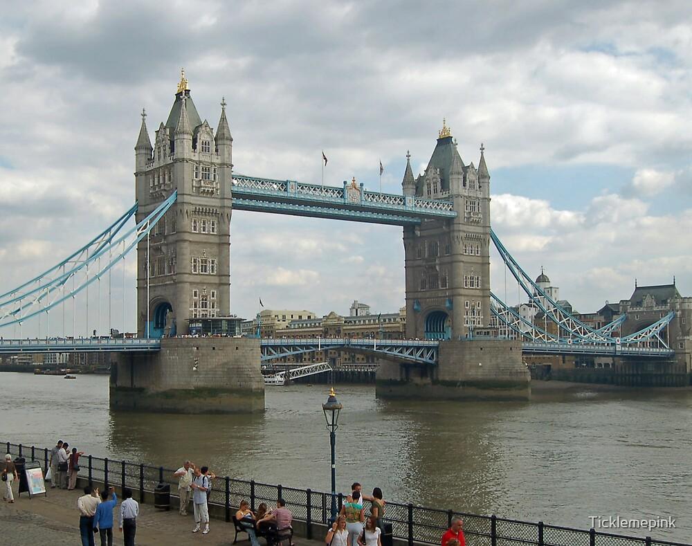 Tower bridge by Ticklemepink