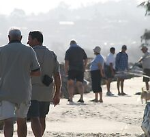 Whale watchers. Nambucca Heads. The breakwall. 28 Sept., 2007 by Ozcloggie