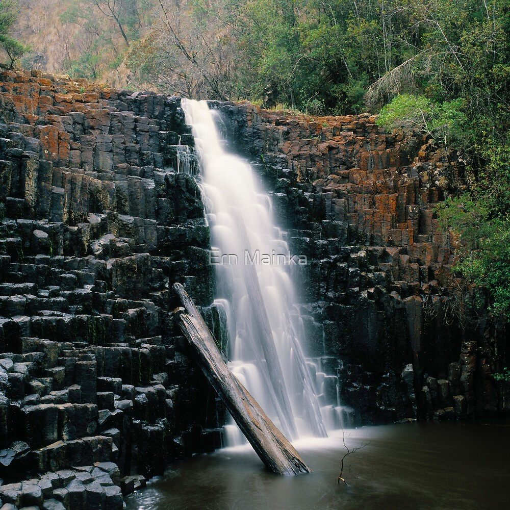 Dip Falls by Ern Mainka