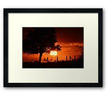 zon ondergang met rode gloed  Framed Print