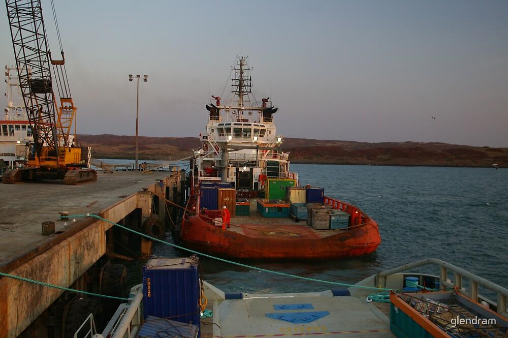 Peter's rusty work boat by glendram