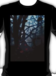 Gothic girl with rose petals 2 T-Shirt