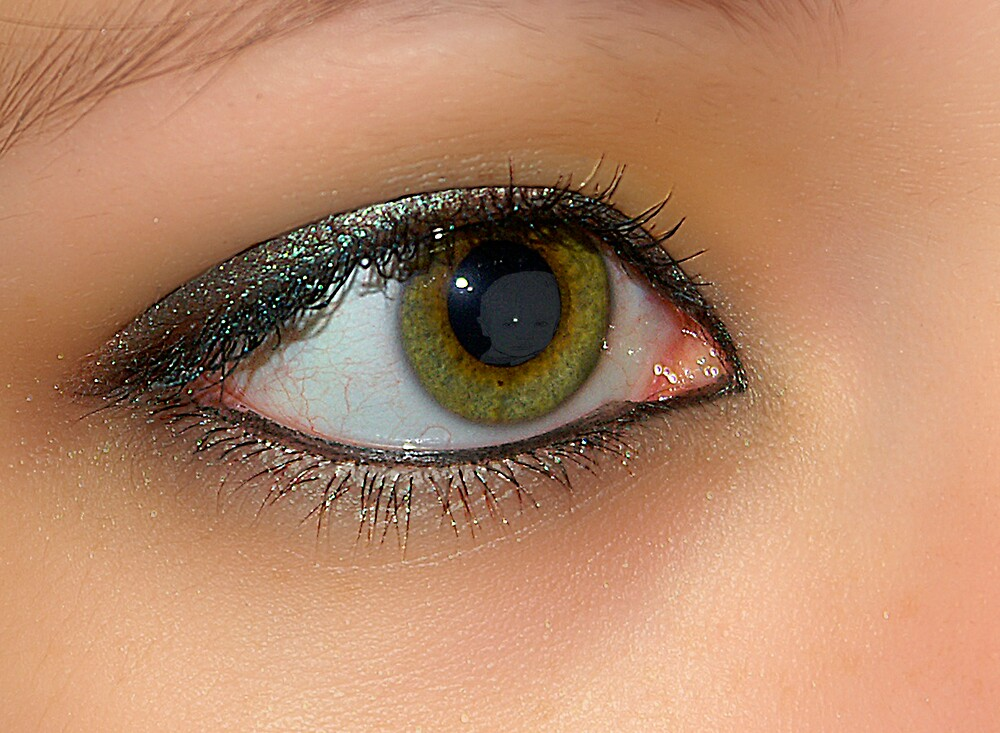 Mom's Eyes by Mien