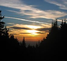 mountain sunset by aellison19