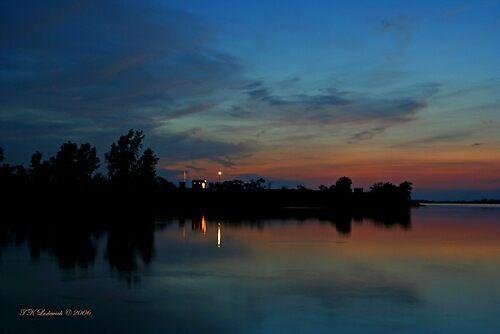 Bronze Sunset by grinandbearit