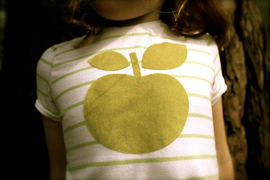 Apple by fotologic