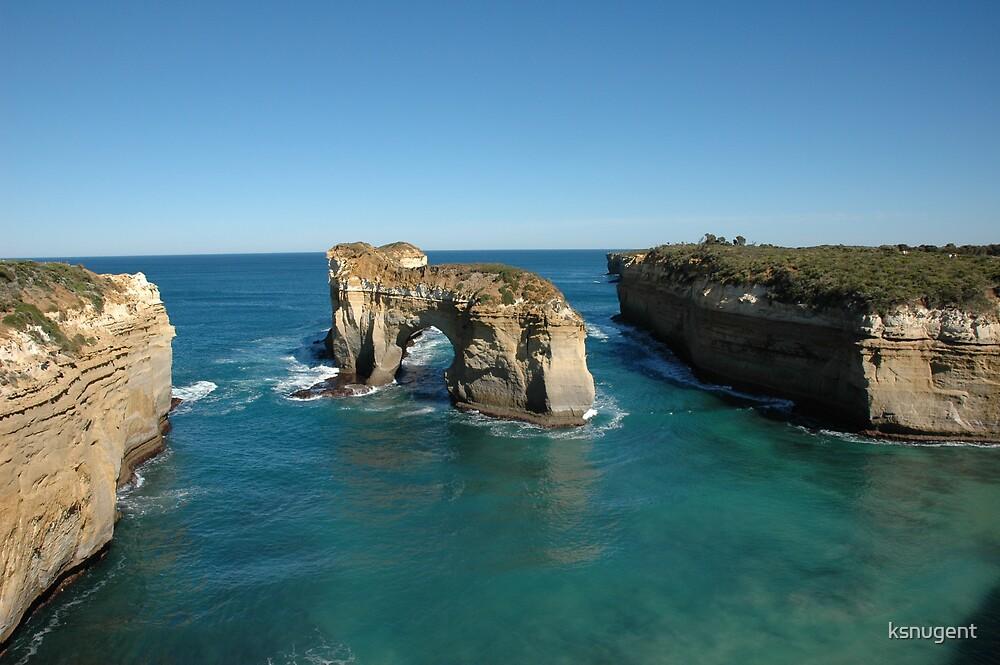 Great Ocean Rd by ksnugent