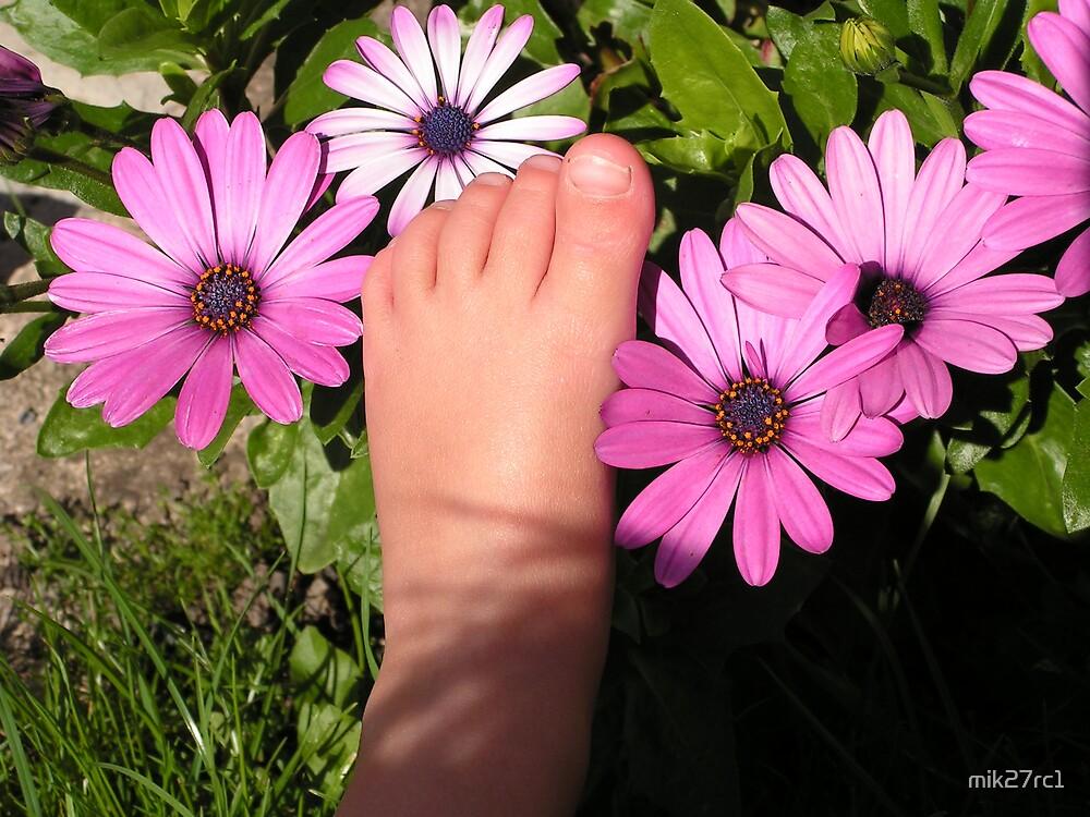 little feet by mik27rc1