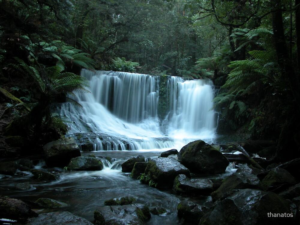 horseshoe waterfall by thanatos