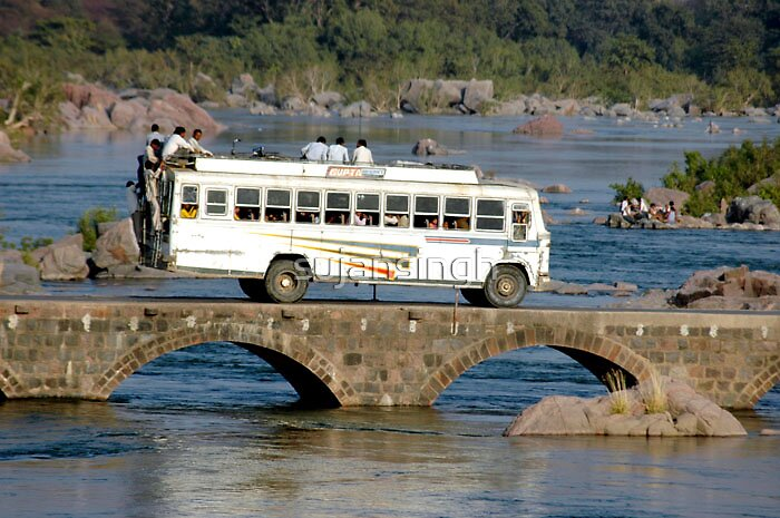 BUS ORCHHA RESORT  by sujansingh