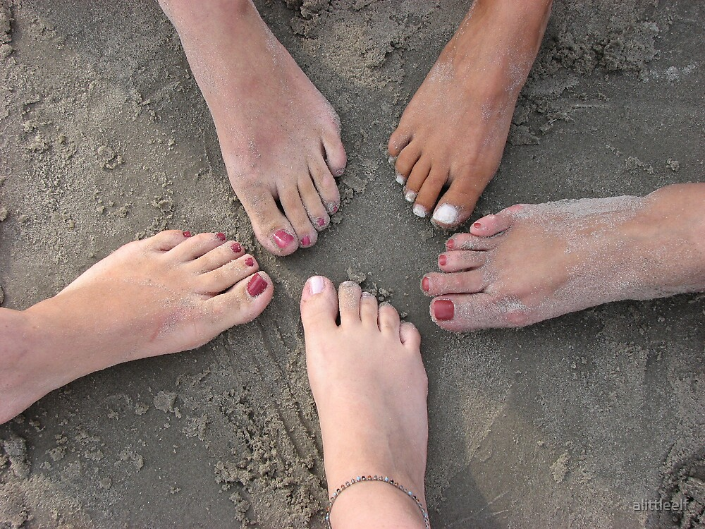 Summer Feet by alittleelf