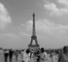 le Tour Eiffel, May 2007 by sarahanne129