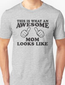 This Is What An Awesome Mom Looks Like, Black Ink | Moms and Dads Gifts, Mothers Day, Fathers Day, Matching Shirts For Parents T-Shirt